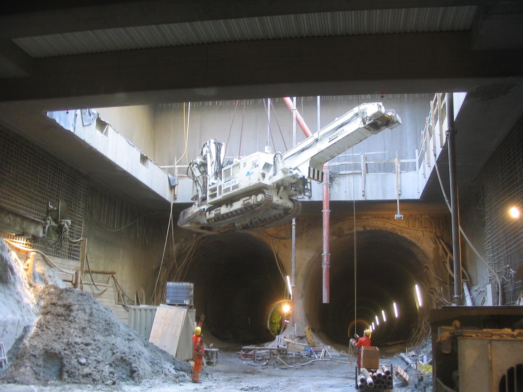 Blick vom Schacht auf die Streckenröhren (c) IGT
